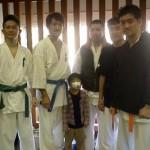 試合前の選手達。左より吉次選手、大原選手、相川金太郎君(風邪かな?)、相川選手、本橋選手、小寺選手。