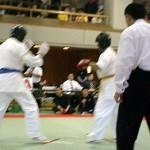 長いリーチが武器の大原選手(左)