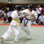 抜群の身体能力を持つ須川選手(左)。回転の速いパンチから下段廻し蹴りはピカ一。
