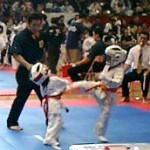 小寺祐矢君が上段前蹴りで技有りをとった瞬間。