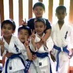 優勝した昭島道場の柏倉・キーサ・カリル選手と記念撮影。