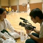 テレビ東京「一撃入魂」の取材を受ける山集選手。女子50kg以下級の特集を組むとの事です。
