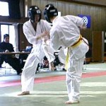 華麗なフットワークを見せる須川選手。