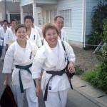 男性陣を従えて体育館に向かう、小椎尾さん&山集さんの女性陣