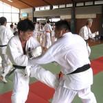 世界大会代表選手の佐野先生に相手をしてもらう松田4級。嬉しそうです。