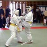 強いハートで攻める廣田選手(左)
