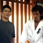 吉次さんにアドバイスをもらう松田10級。