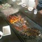 皆が釣った虹鱒が美味しそうに焼けてきました。