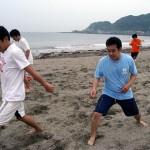 意外とキツい浜辺でのフィジカルトレーニング。