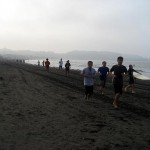 由比ヶ浜でランニング。朝の海は気持ちいいです。