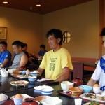 松田さんによる『いただきます!』(大声)。一人おひつ一杯位ずつ食べました。