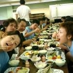 朝稽古でハラペコのみんな、朝食にかぶりついてます!