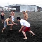 2チームに分かれて相撲の団体戦